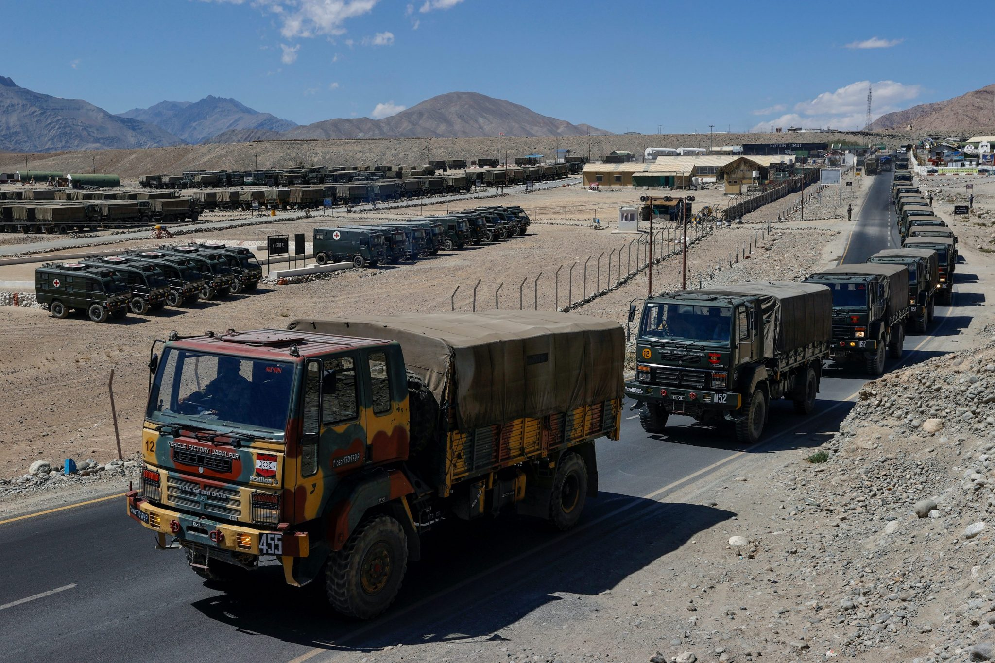 Military trucks carrying supplies move towards forward areas in the Ladakh region, 15 September, 2020 (Photo: Reuters/Danish Siddiqui).
