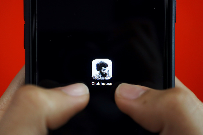 The social audio app Clubhouse is seen on a mobile phone in this illustration picture taken 8 February, 2021 (Photo:Reuters/Florence Lo).