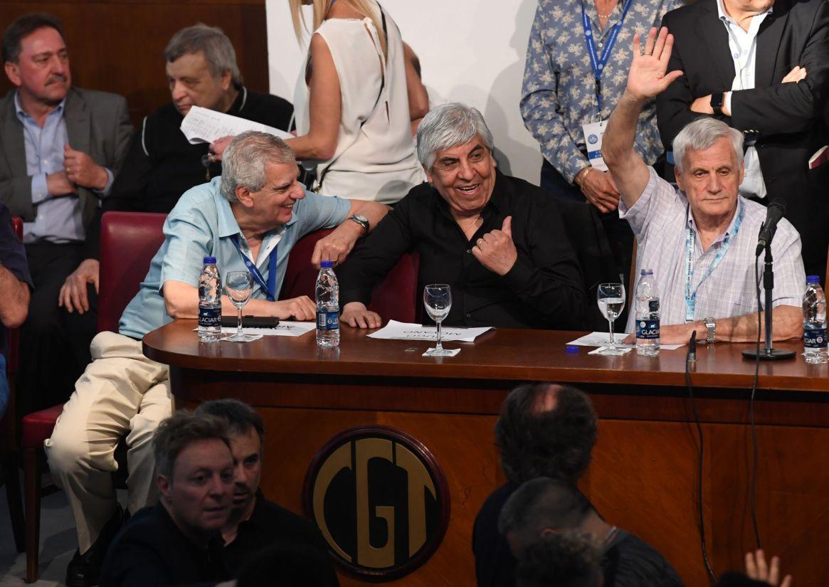 José Luis Lingeri, Hugo Moyano y Antonio Caló ayer en la CGT