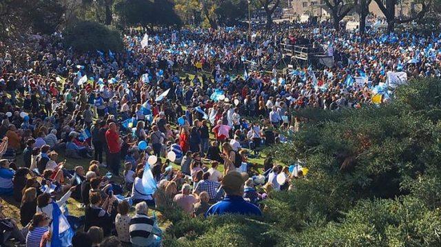 Miles de personas acudieron al acto en Barrancas de Belgrano