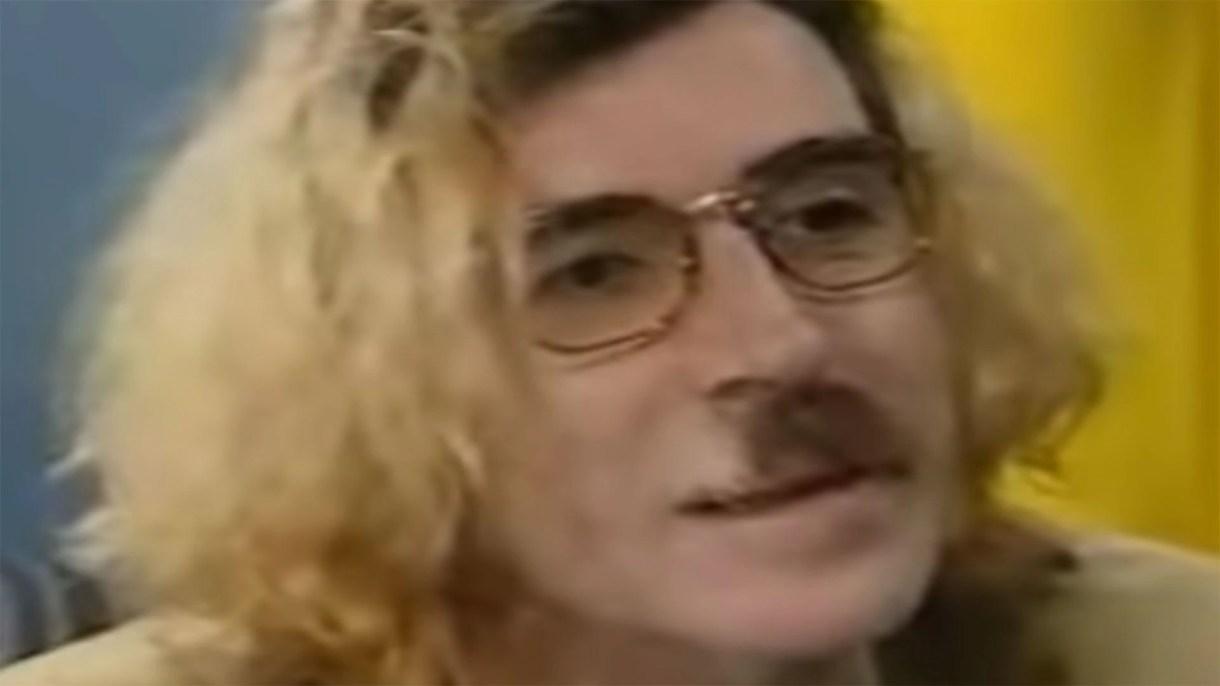 """Charly García con el """"look Kurt Cobain"""" (Captura de TV)"""