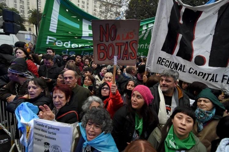 Protesta el pasado jueves en contra de la reforma militar (Foto: Nicolás Stulberg)