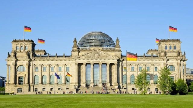 La fachada del Parlamento alemán en Berlín, que también es museo y puede ser visitado