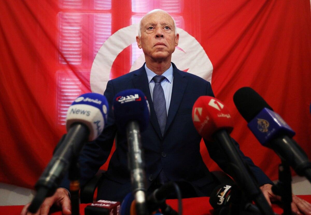 """Kais Saied, conocido como """"Robocop"""", ganó las elecciones en Túnez"""