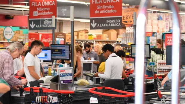 El jueves y el viernes hubo una fuerte demanda en los supermercados porteños (Maximiliano Luna)