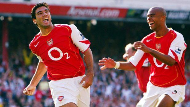 José Antonio Reyes festeja un gol con la camiseta del Arsenal inglés (Reuters/Alex Morton)