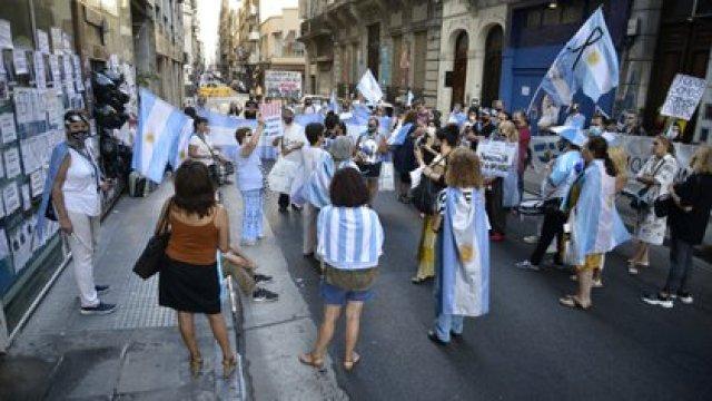 Una manifestación contra Gildo Insfrán ante la Casa de la Provincia de Formosa en la Ciudad de Buenos Aires