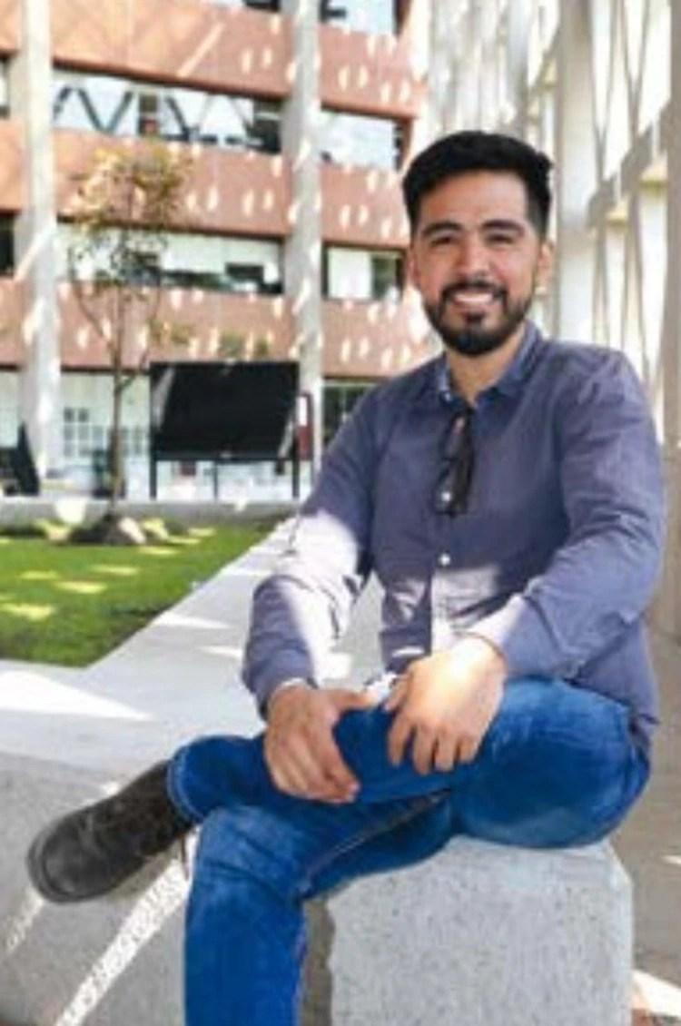 Rodrigo Medina Castillo, licenciado en Diseño Industrial de la Unidad Xochimilco de la Universidad Autónoma Metropolitana (UAM), padeció de niño cáncer pero logró sobrevivir y ahora creó este diseño para aminorar los padecimientos Foto: UAM
