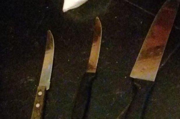 Los cuchillos incautados a los presuntos agresores