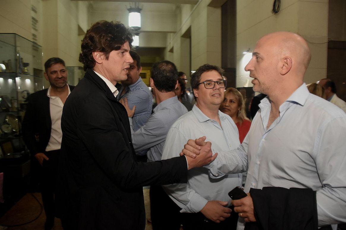 Lousteau saludando a Emilio Yacobitti