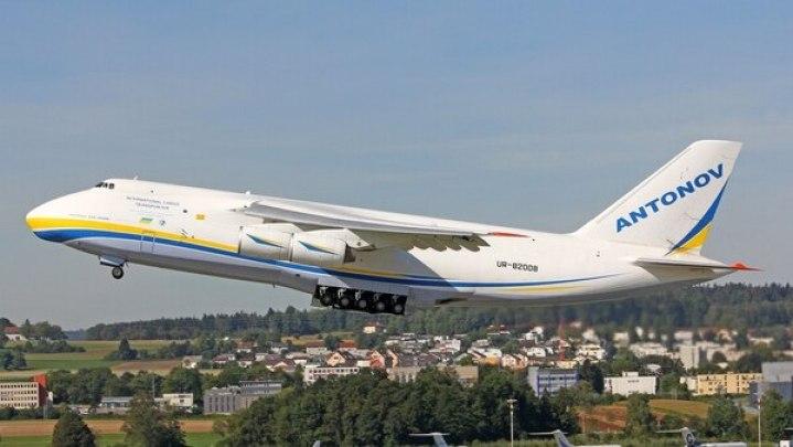 El avión ruso Antonov An-124 que llegará hoy a la Argentina