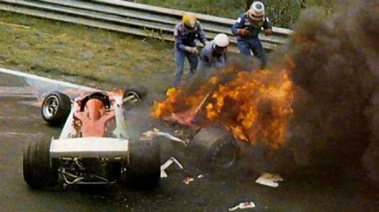 Niki Lauda envuelto en llamas