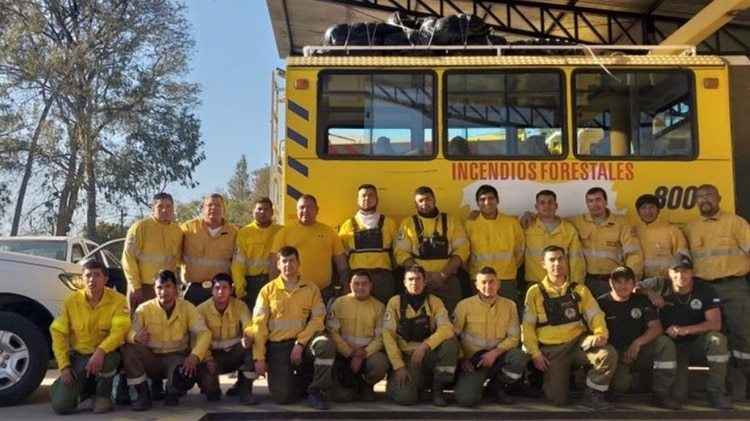 El gobenador de la provincia argentina de Jujuy, Gerardo Morales, envió una brigada de incendios forestales al país vecino