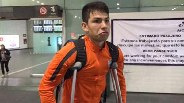 Afortunadamente no hubo fractura y el jugador se retiró en muletas del hospital