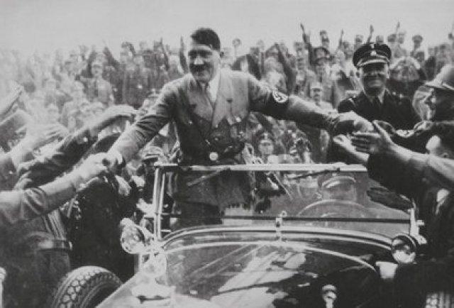 """Para Hitler, la religión judía no es tal, sino un intento de imponer """"una dictadura mundial"""" a través del marxismo y del capitalismo, a los que ve como una misma cosa. Considera """"un deber para con lo más sagrado velar por la pureza racial"""" (EFE)"""