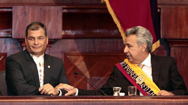 Correa y Moreno, tras el traspaso de mando (EFE/Jose Jacome)