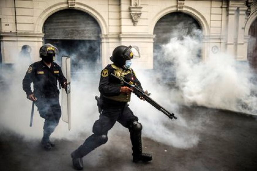 The repression against protesters in Peru left two dead, dozens injured and more than 40 people missing (Photo by ERNESTO BENAVIDES / AFP)