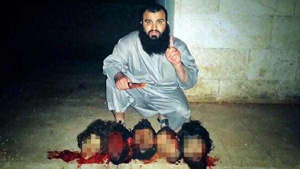 """Con esta foto, Mohamed Handuch, conocido como Kokito, se ganó el apodo de """"El decapitador de Castillejos""""."""