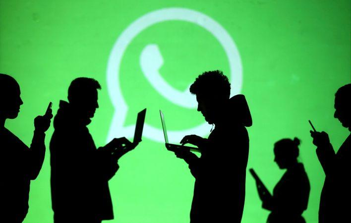 La aplicación sumaría una función para poder hacer videollamadas de hasta 50 personas (Reuters/ Dado Ruvic/ Illustration/ File Photo)