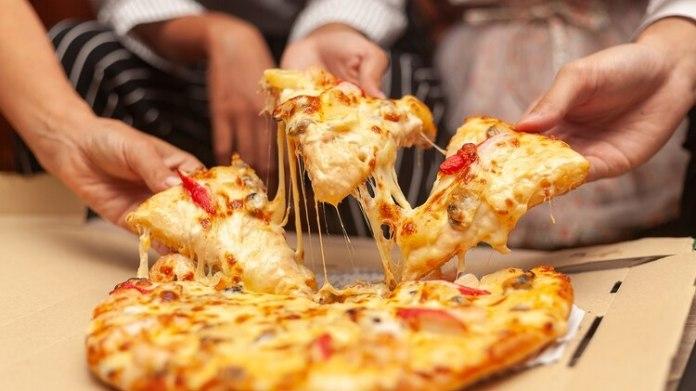 El atracón son los continuos episodios de comer en los que se ingiere una gran cantidad de alimentos (Shutterstock)