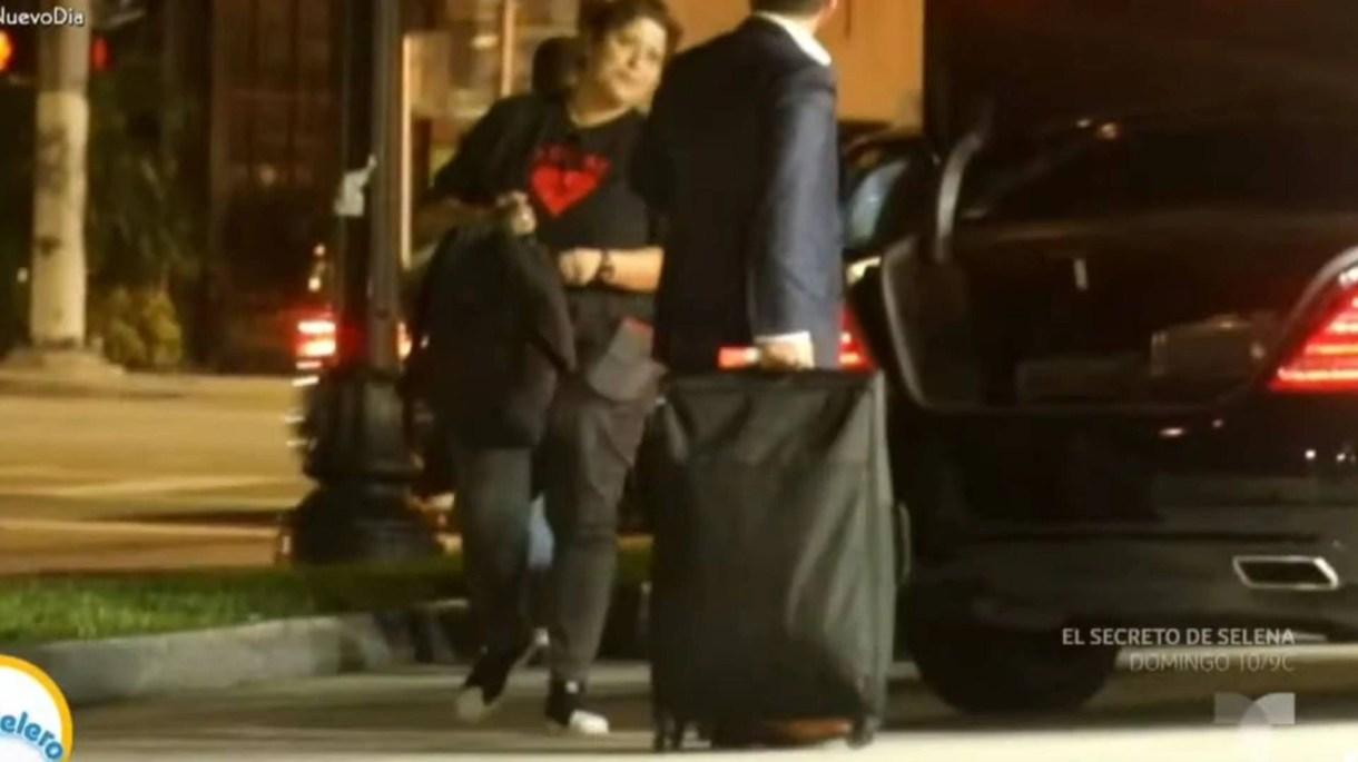 Belinda cambió de vehículo para irse con el misterioso hombre (Foto: Captura Telemundo)