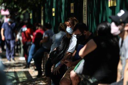 El Gobierno decidió tomar nuevas medidas frente al crecimiento de casos de coronavirus en las últimas horas  (EFE/Juan Ignacio Roncoroni)