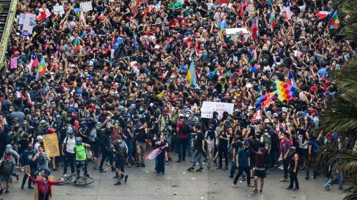 Manifestaciones contra el gobierno de Sebastián Piñera en Chile (Photo by Martin BERNETTI / AFP)