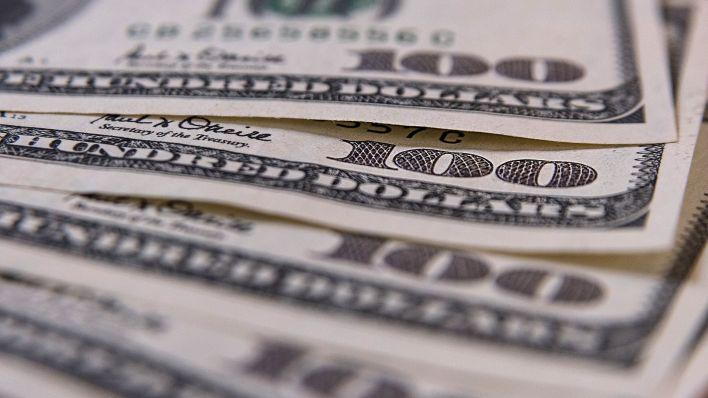 """La operatoria conocida como """"Contado con Liquidación"""", o CCL, arroja un tipo de cambio implícito del orden de los $66 (Adrián Escandar)"""