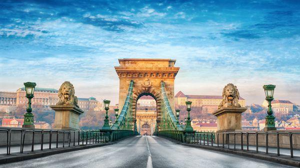 El Puente de las Cadenas de Budapest es la estructura más antigua que une las ciudades húngaras de Buda y Pest (istock)