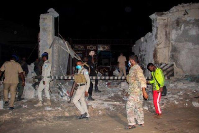 """""""Varias casas se derrumbaron por la magnitud de la explosión"""", explicó un agente de policía presente en la zona (EFE)"""