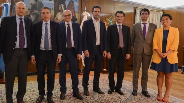 El ministro Nicolás Dujovne y Guido Sandleris, del BCRA, junto a Alejandro Werner, Roberto Cardarelli y otros funcionarios del FMI