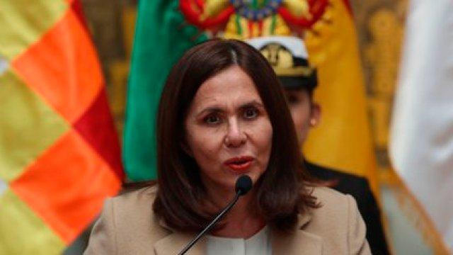 La canciller del gobierno interino de Bolivia, Karen Longaric. Foto: EFE/ Martin Alipaz