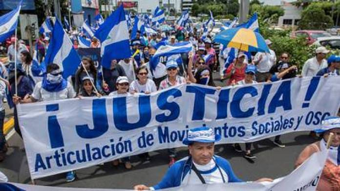 The blue and white flag became the symbol of the protests against the Ortega regime. (Courtesy La Prensa)