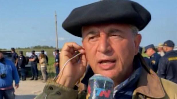 Luis Etchevehere denuncia que hay funcionarios públicos en la toma de su campo