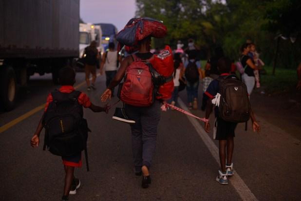 Una caravana de aproximadamente 2,000 migrantes partió esta madrugada del parque central de Tapachula con camino hacía la Ciudad de México (Foto: Isabel Mateos /Cuartoscuro)