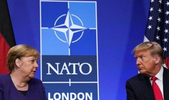 La canciller alemana Angela Merkel y el presidente de EEUU Donald Trump celebran una reunión bilateral al margen de la cumbre de la OTAN en Watford, Reino Unido, el 4 de diciembre de 2019. REUTERS/Kevin Lamarque