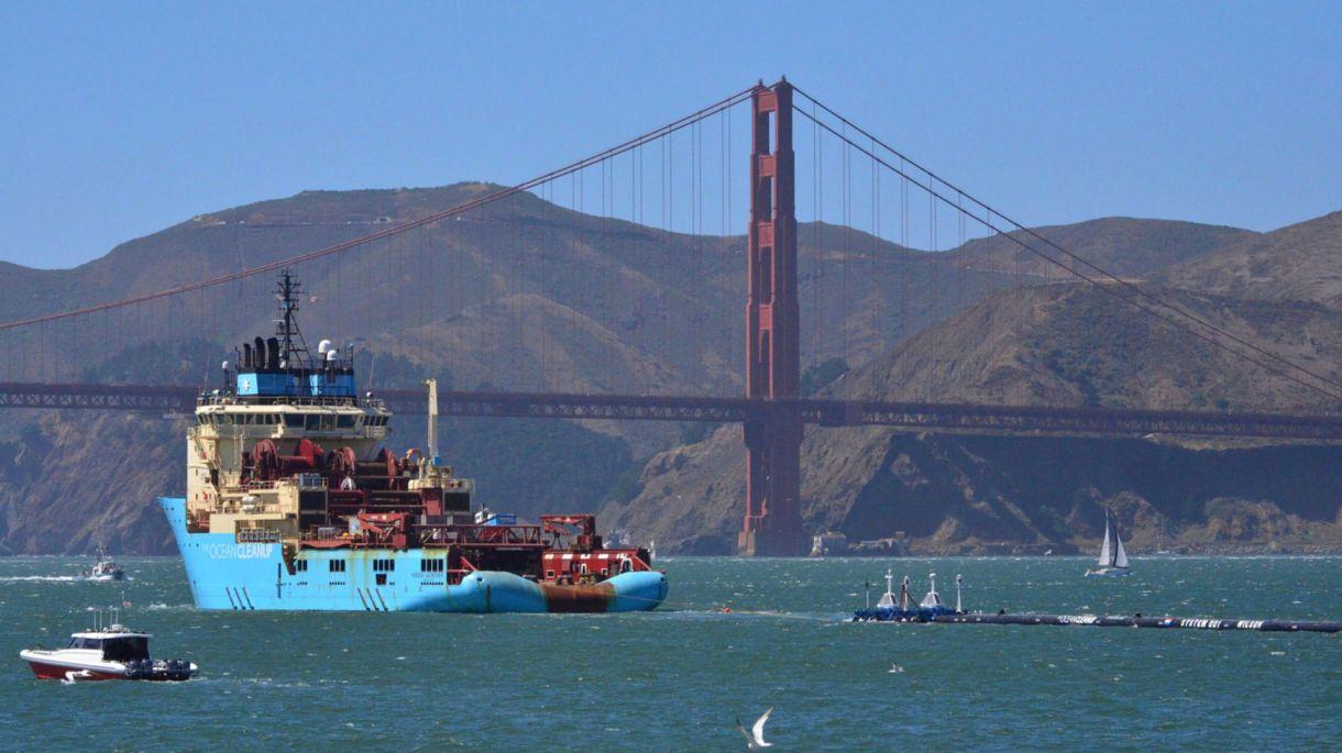 Una embarcación de The Ocean Cleanup en San Francisco. (AP)