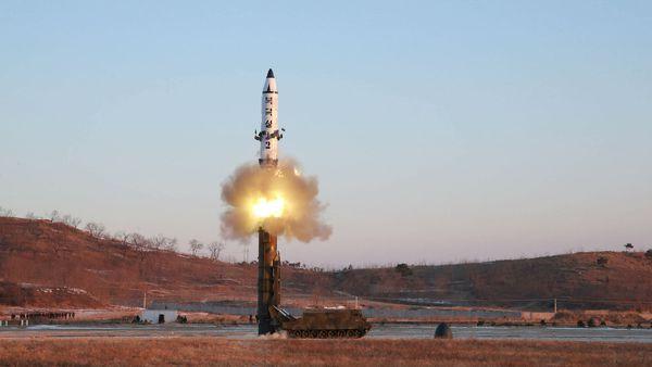El misil Pukguksong-2 lanzado este domingo (Reuters)