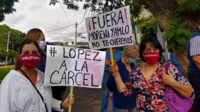 Protestas del FRENAAA acorralaron a Andrés Manuel López Obrador en ...