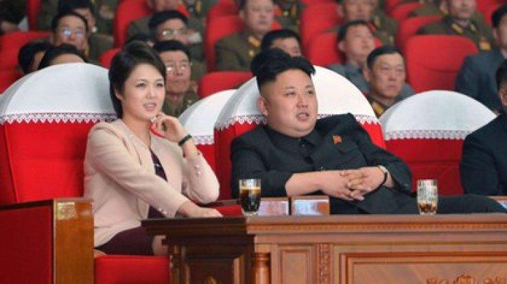 Ri Sol Ju, junto a Kim Jong Un, en enero de 2020
