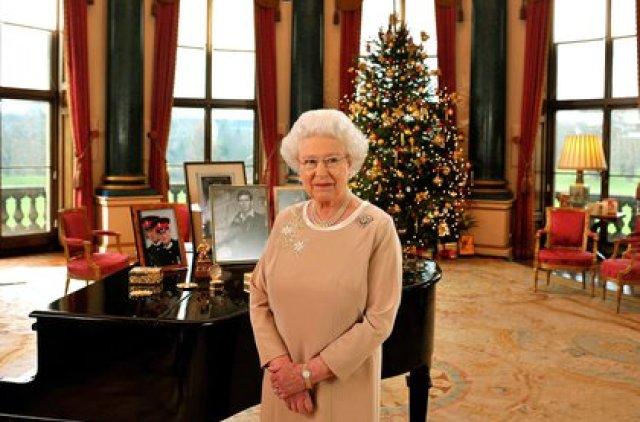 La reina Isabel II pronuncia su discurso de Navidad desde el Palacio de Buckingham, el 22 de diciembre de 2008