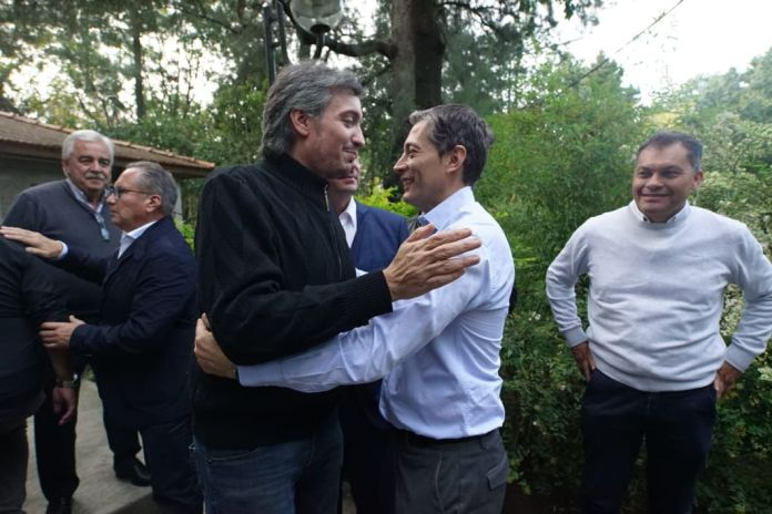Máximo Kirchner junto a Fernando Gray, quien le disputa la presidencia del PJ bonaerense