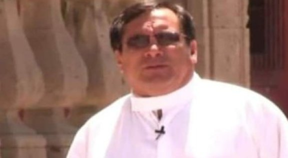 A unos metros del cadáver fue hallada la camioneta del párroco