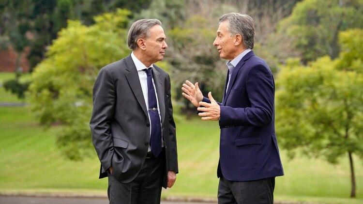 El senador Miguel Angel Pichetto junto al Presidente en la quinta de Olivos (NA)