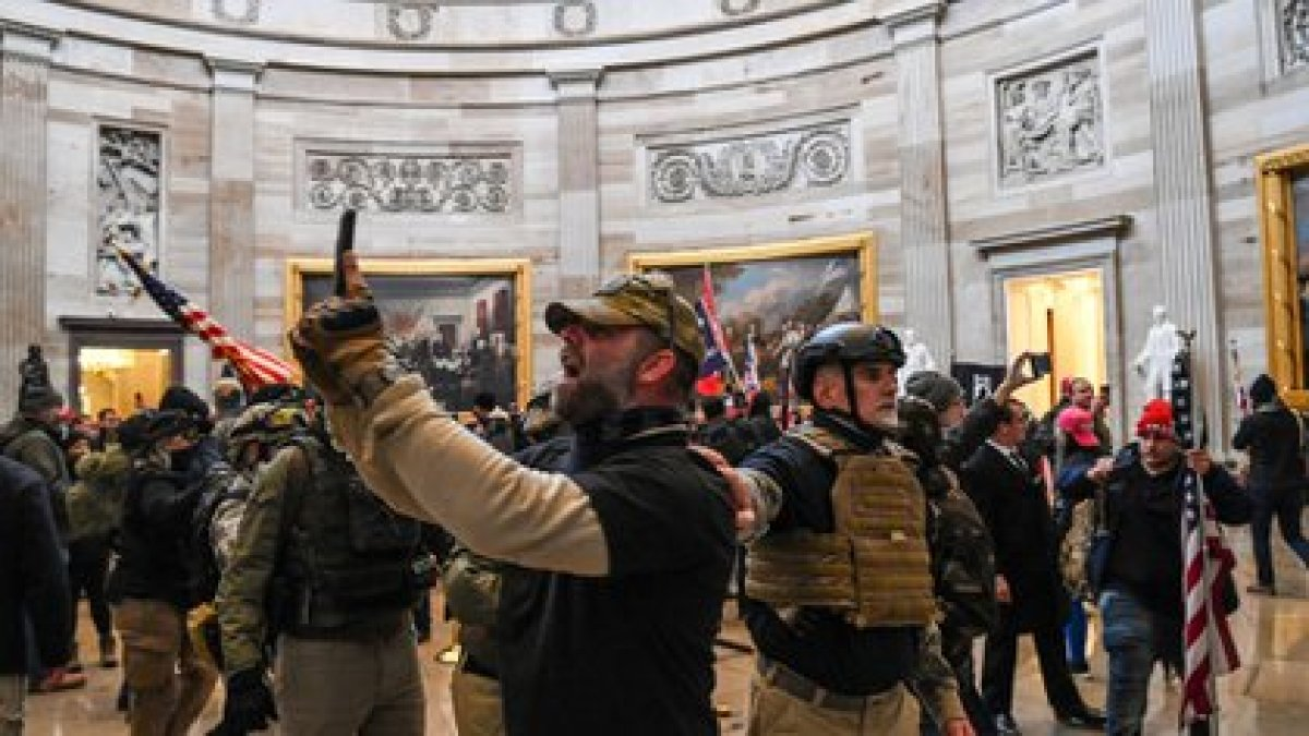 Los partidarios de Trump llegaron hasta la Rotonda del Capitolio de los EEUU el 6 de enero de 2021, en Washington, DC (Foto de Saul LOEB / AFP)