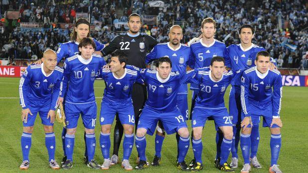 El equipo argentino en el partido de la tercera fecha del Mundial de Sudáfrica 2010 frente a Grecia (Foto: NA)