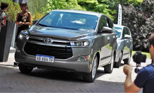 La Innova de Toyota fue la primera en asumir la quita impositiva en su precio