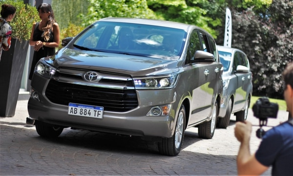 La Toyota Innova fue la primera en bajar de precio: desde noviembre ya prometía reintegros en efectivo por la eliminación del gravamen
