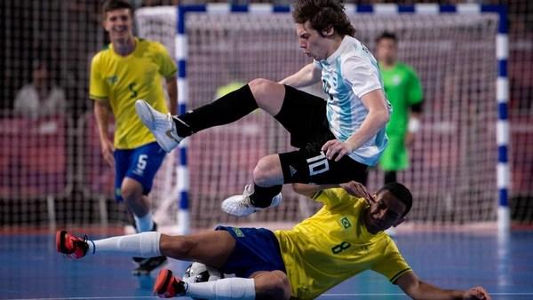 El seleccionado de futsal cayó en semifinales ante Brasil en un duelo vibrante (Foto: Télam)