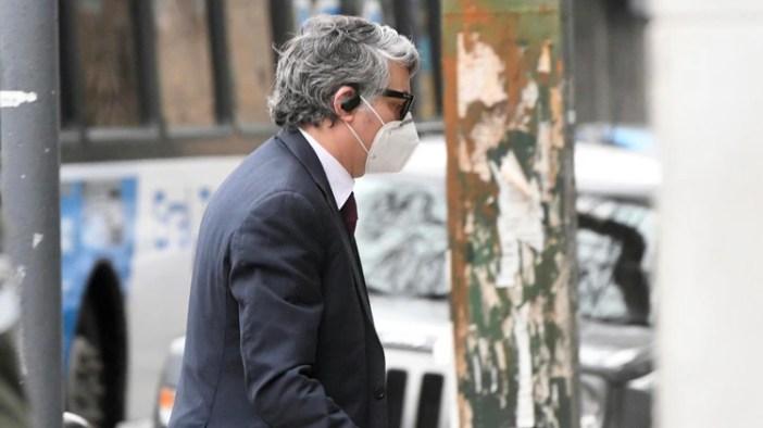 El juez Federico Villena llegando el jueves al juzgado para las indagatorias (Télam)